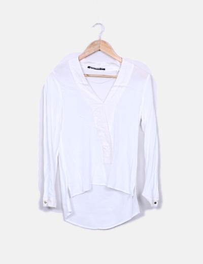 Blusa blanca escote en pico Zara