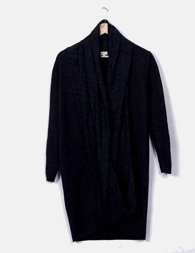 Vestido de punto gris asimétrico con capucha