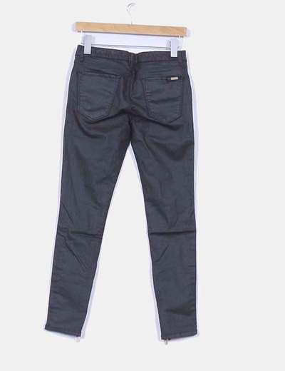 e81f0876a90 Zara Pantalón slim fit negro encerado (descuento 69%) - Micolet