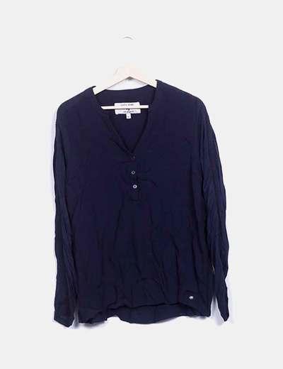 Blusa azul marino con botones