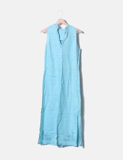 Vestido azul sin mangas con bordados