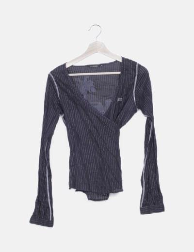 Blusa cruzada negra detalles glitter