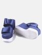 Sandalia azul satinada plataforma blanca Zara