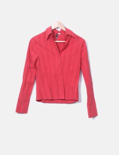 Camisa roja de rayas