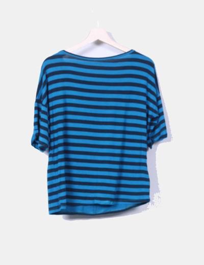 Camiseta azul de rayas con bolsillo de antelina