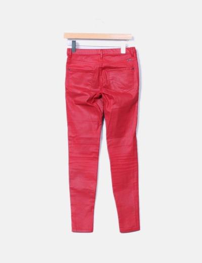 Pantalon pitillo rojo encerado