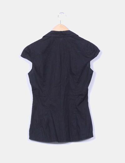 Blusa negra abotonada