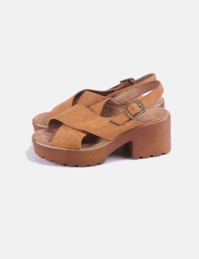 Sandalias plataforma antelina marrón