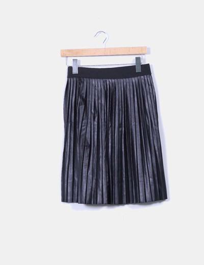 Falda midi negra polipiel con tablas Sfera