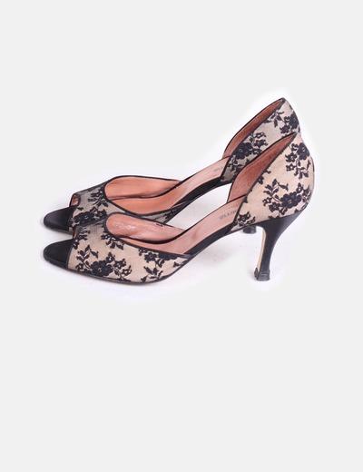 Zapato negro de encaje  Gloria Ortiz