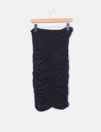 Vestido de tul negro fruncido y cenido
