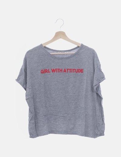 Camiseta gris con mensaje