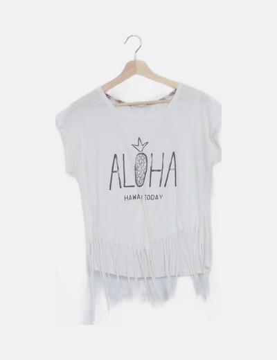 Camiseta blanca detalle flecos print mensaje