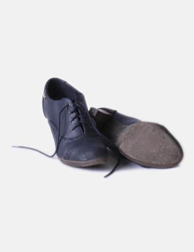 Zapato azul marino con cordones