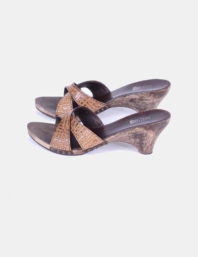 Sandalia marrón de madera Lottusse