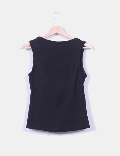 Camiseta negra sin mangas
