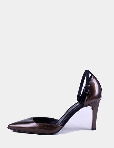 Zapato acharolado marrón