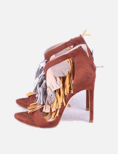 Braune Sandale mit Fransen Zara