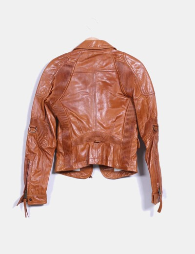 Dsquared2 chaqueta cuero marr n entallada descuento 44 for Ariadne artiles medidas
