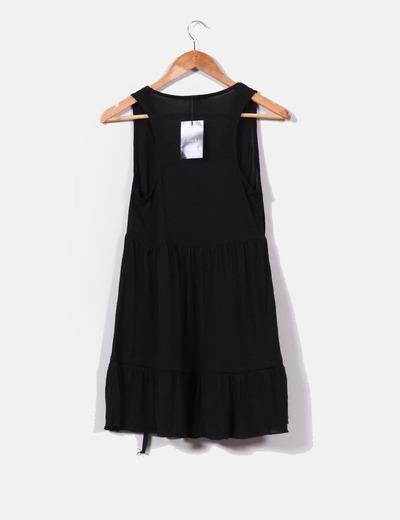 Vestido negro evase con escote pico