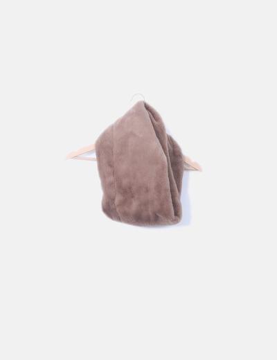 Cuello de pelo marrón