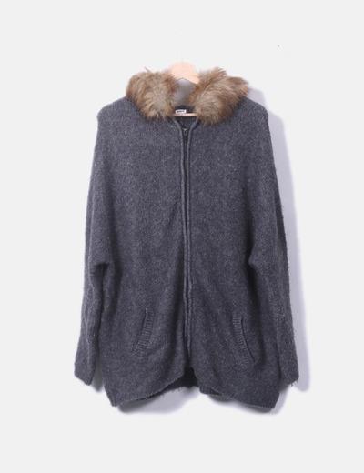 Jersey oversize de punto gris con capucha