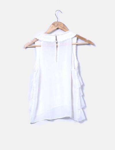 Blusa blanca con detalles plisados