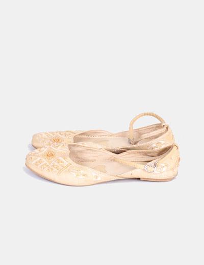 Bailarina beige con pedrería y cierre en tobillo NoName
