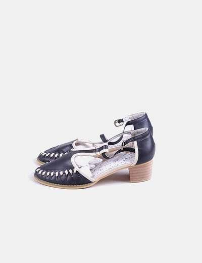 Zapato negro tacón detalle beige
