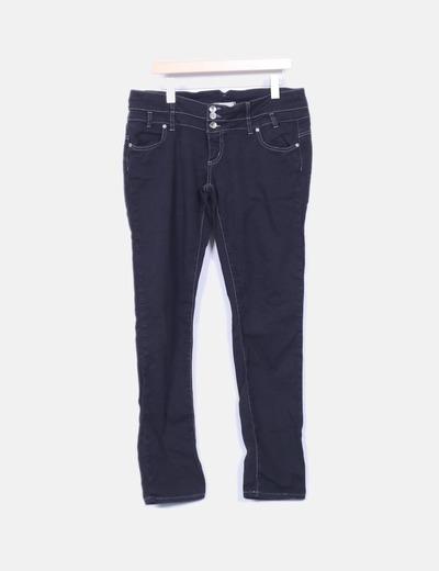 Pantalón negro con detalle en bolsillo trasero  PORTAROSSA