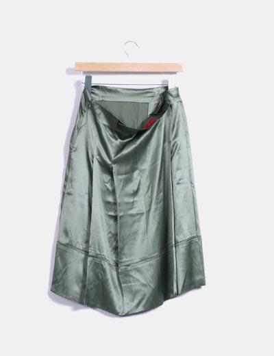 Falda verde satinada