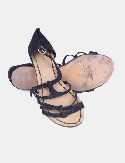 Sandalia plana negra de antelina