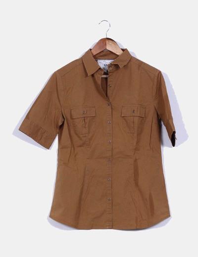 Camisa  camel manga corta detalle bolsillos Mango