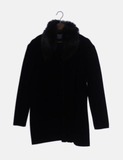 Chaqueta larga tricot negra cuello de pelo