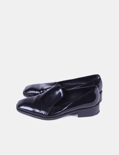 Mocasín negro acharolado Zara