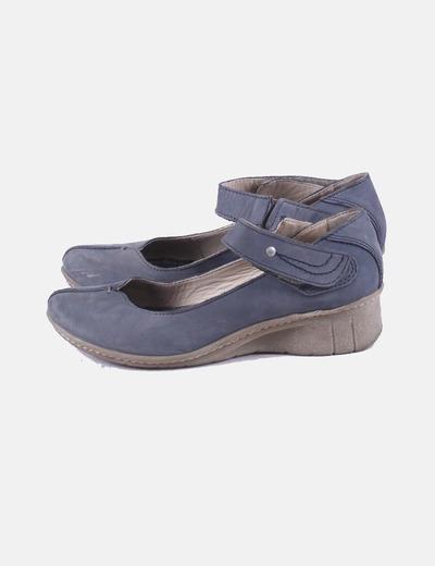 Zapato azul con velcro