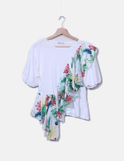 Camiseta blanca vuelo floral