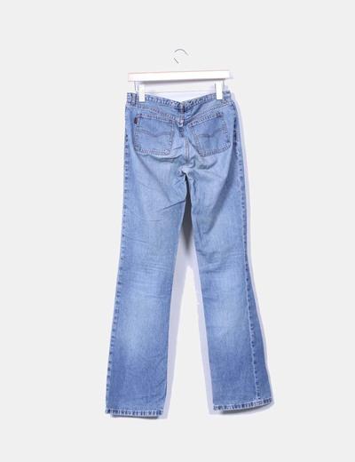 Jeans acampanado detalle bolsillos
