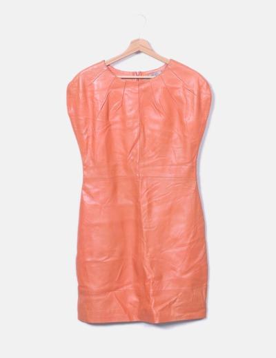 Vestido naranja de piel Uterqüe