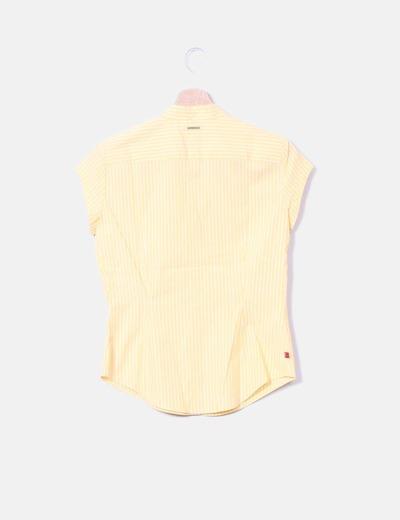 Camisa amarilla de rayas