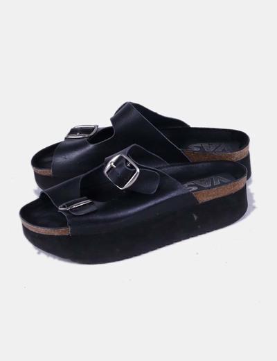 Sandalia negra destalonada con plataforma VAS