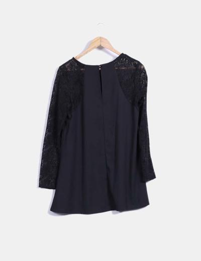 Vestido negro manga crochet