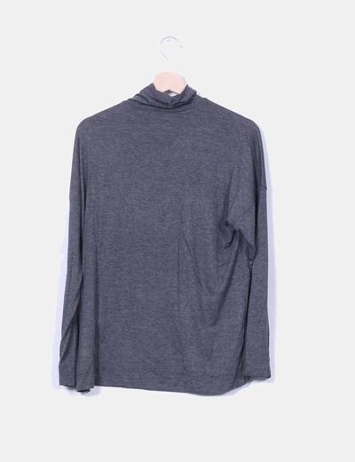 Camiseta gris marengo fluida cuello vuelto