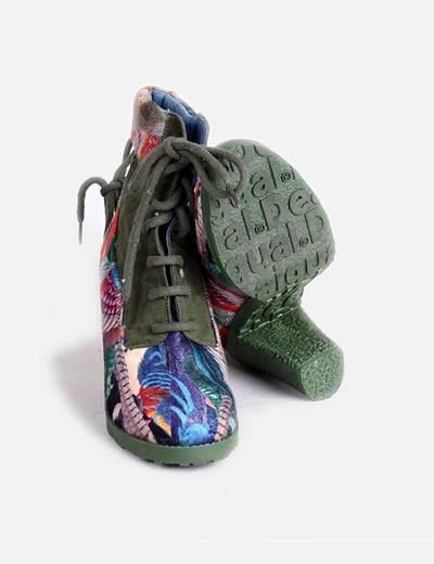 Botas verdes con estampado multicolor
