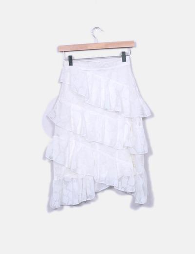 Falda blanca de volantes bordada
