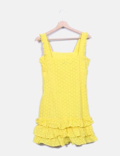 Vestido amarillo bordado con volantes