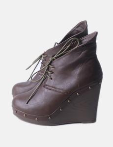 51f4ca1e64e61 Botín marrón de cuña Meke Woman
