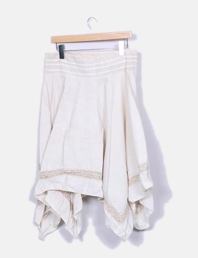 Falda beige asimetrica con bordado