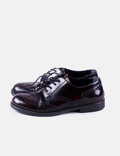 Zapato granate con cordón