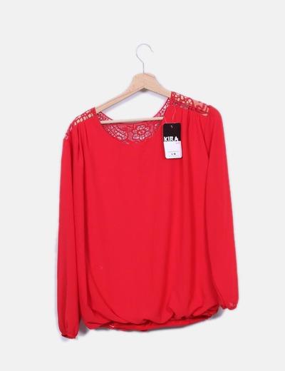 Blusa roja abullonada
